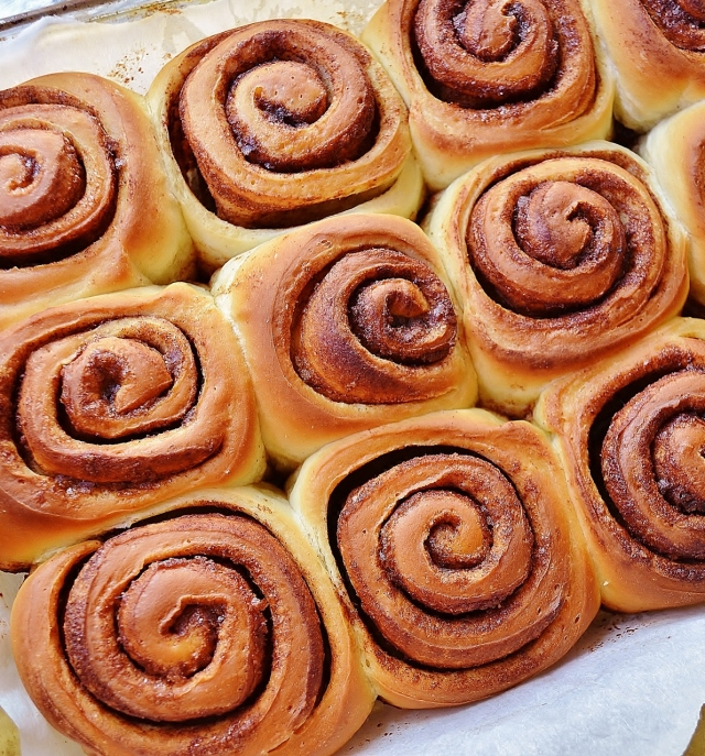 cinnamon rolls - out of the oevn