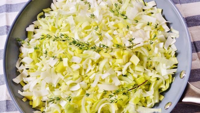 Flan de poireaux et fromage (poêle) (1024x581)