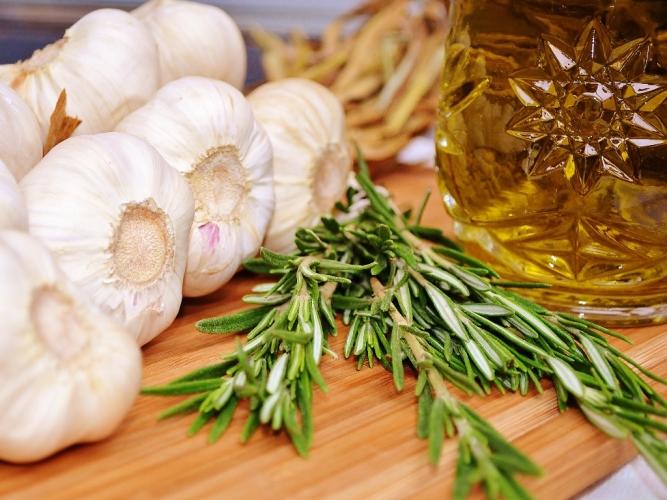 ingrédients ail confit closeup www.catherinecuisine.com (1024x769)