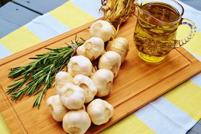ingrédients ail confit www.catherinecuisine.com (1024x683)