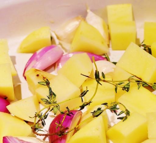 pommes de terre échalottes ail et thym