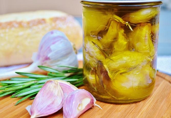 pot d'ail confit www.catherinecuisine.com (1024x705)