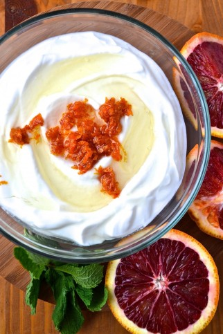 Oranges sanguines dans leur sirop et yogourt grec au miel