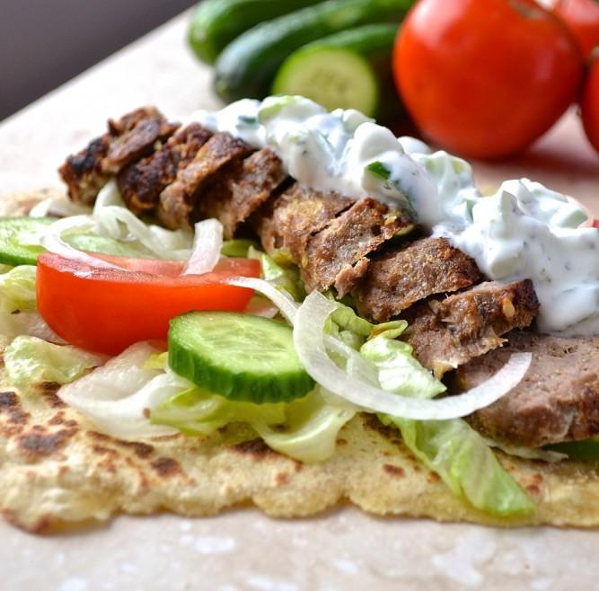 Kebabs d,agneau et raïta - Lamb kebabs and raita