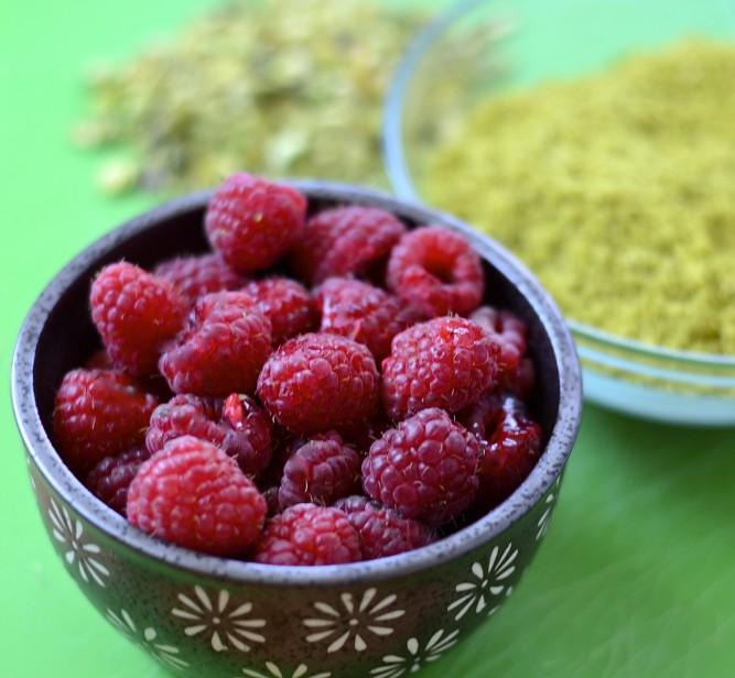 Gâteau moelleux pistache-framboise / Pistachio - raspberry moist cake