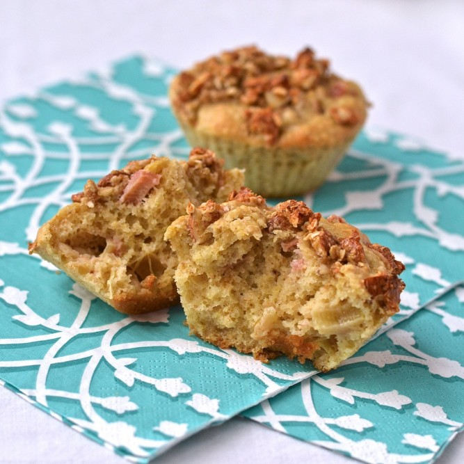 Muffins santé à la rhubarbe - Healthy rhubarb muffins