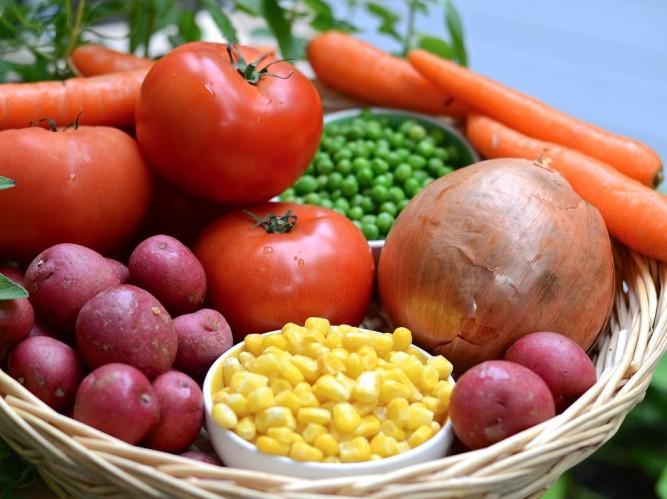 Légumes frais pour la gibelotte à l'espagnole