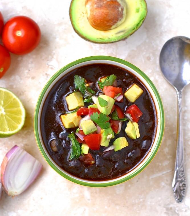 Soupe de haricots noirs au chorizo à l'autocuiseur