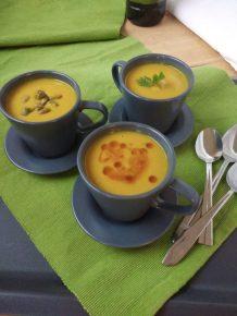 Soupe à la courge butternut, lentilles corail et lait de coco