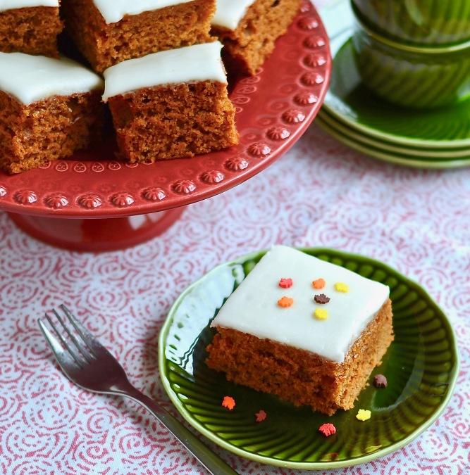 Morceau de gâteau à la soupe aux tomates